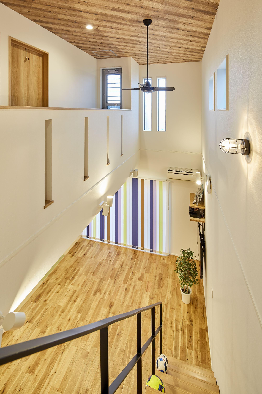 2階の居室から出れば家族の気配を感じられる設計