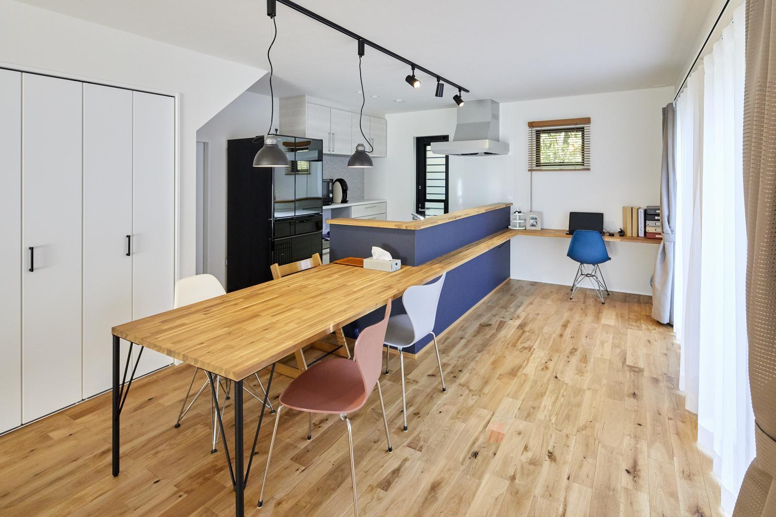 無垢の床を主役したシンプルスタイルな家