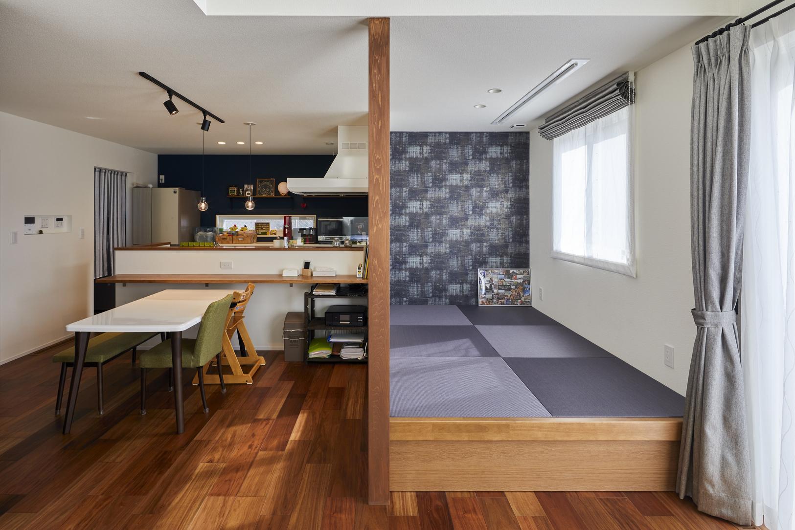 LDKには畳コーナーを併設。畳の下は収納スペースになっている
