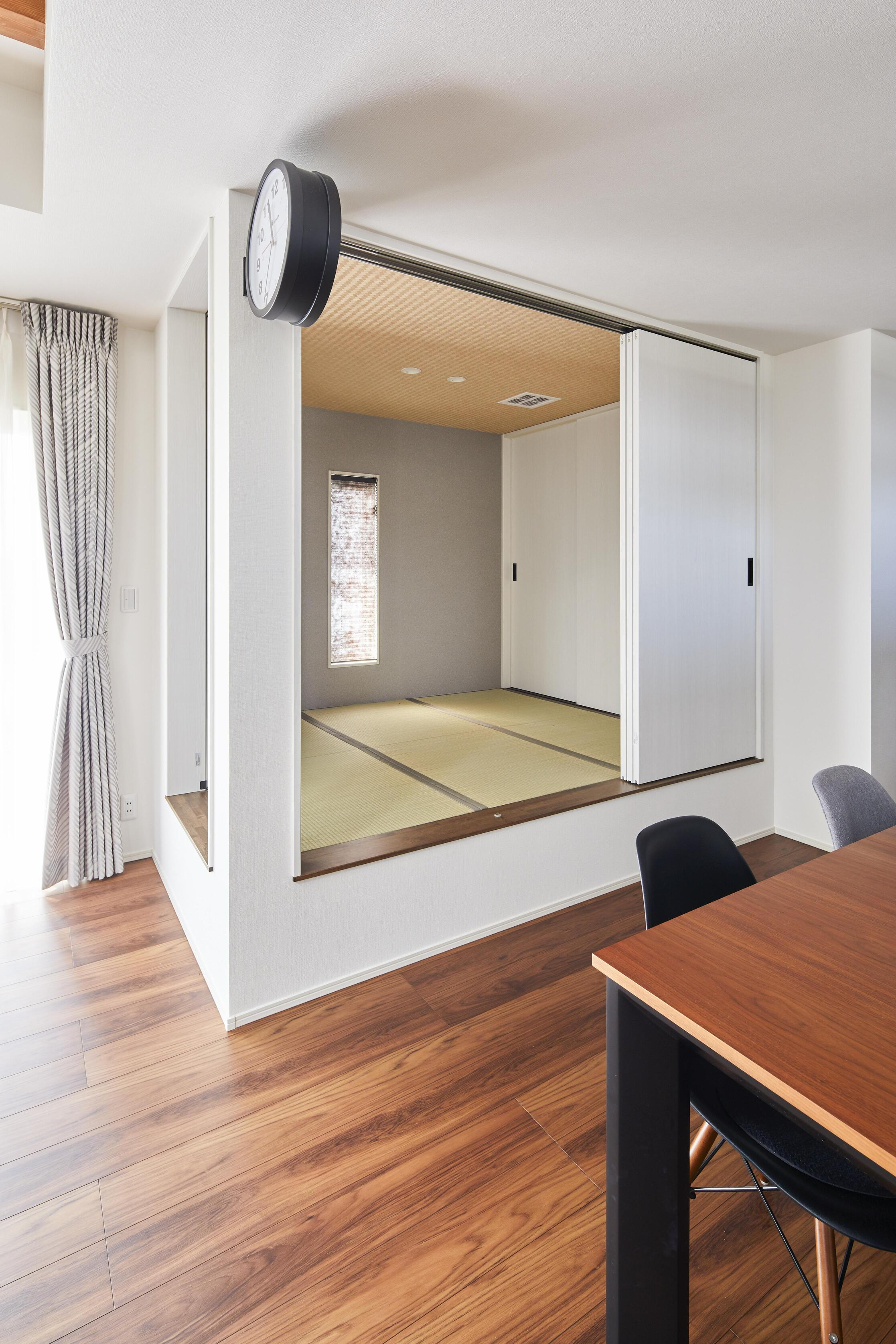 LDKの一角には畳コーナー(和室)も設置。来客の際は客間としても活用できる