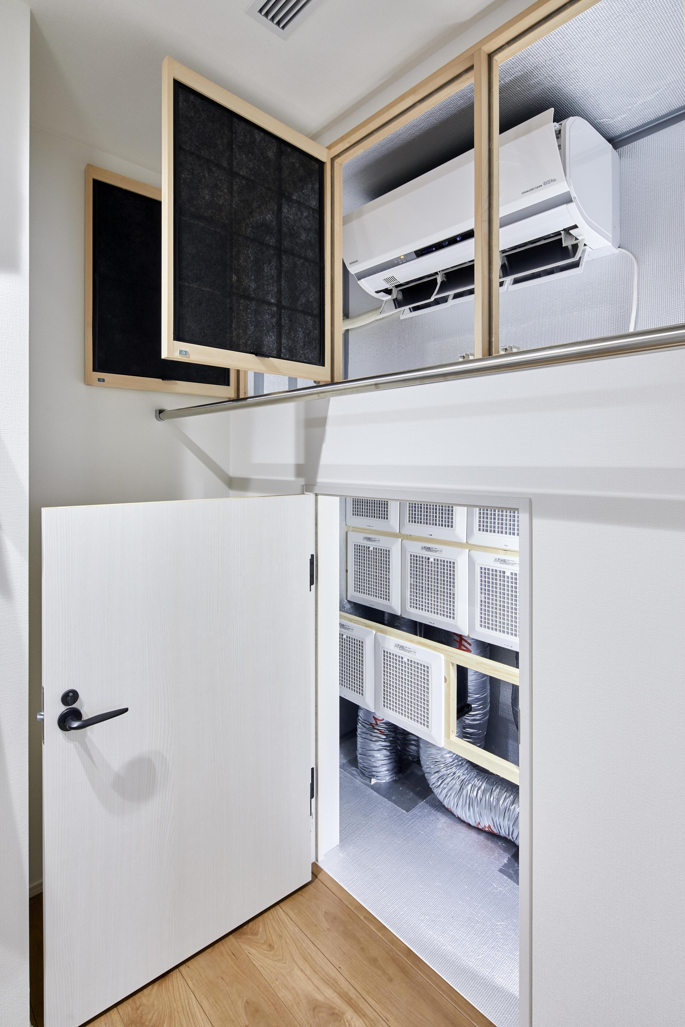 空調室に設置された家庭用エアコン1台で住まい全体の空調を行っている