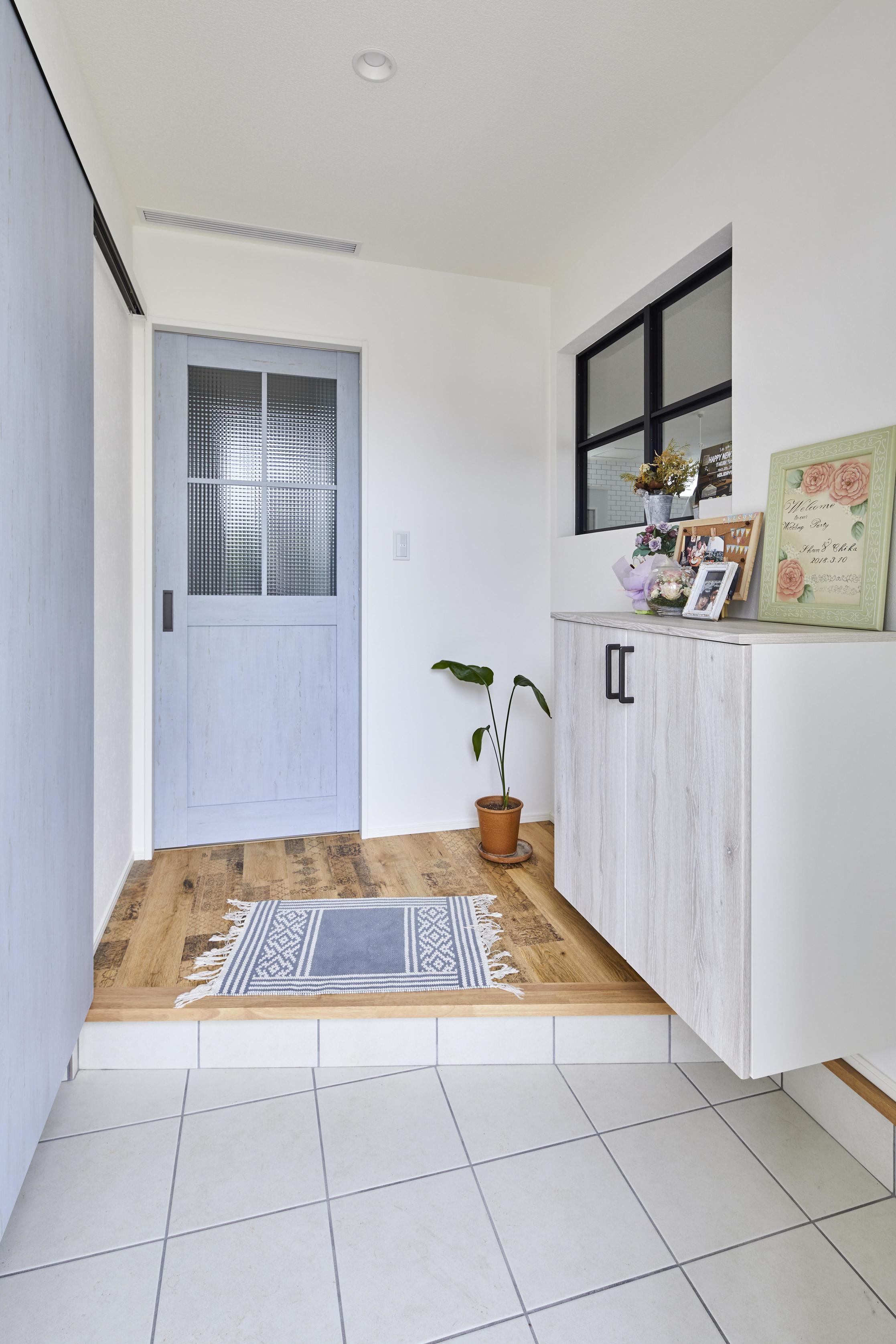 玄関にはシューズクロークがあり、 季節に合わせてしっかりと収納できる