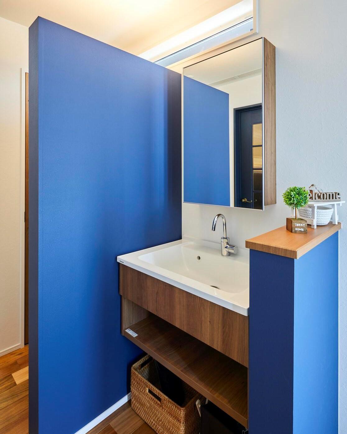 玄関には来客用の洗面台も完備。帰宅後にすぐ手洗いうがいでき、衛生的