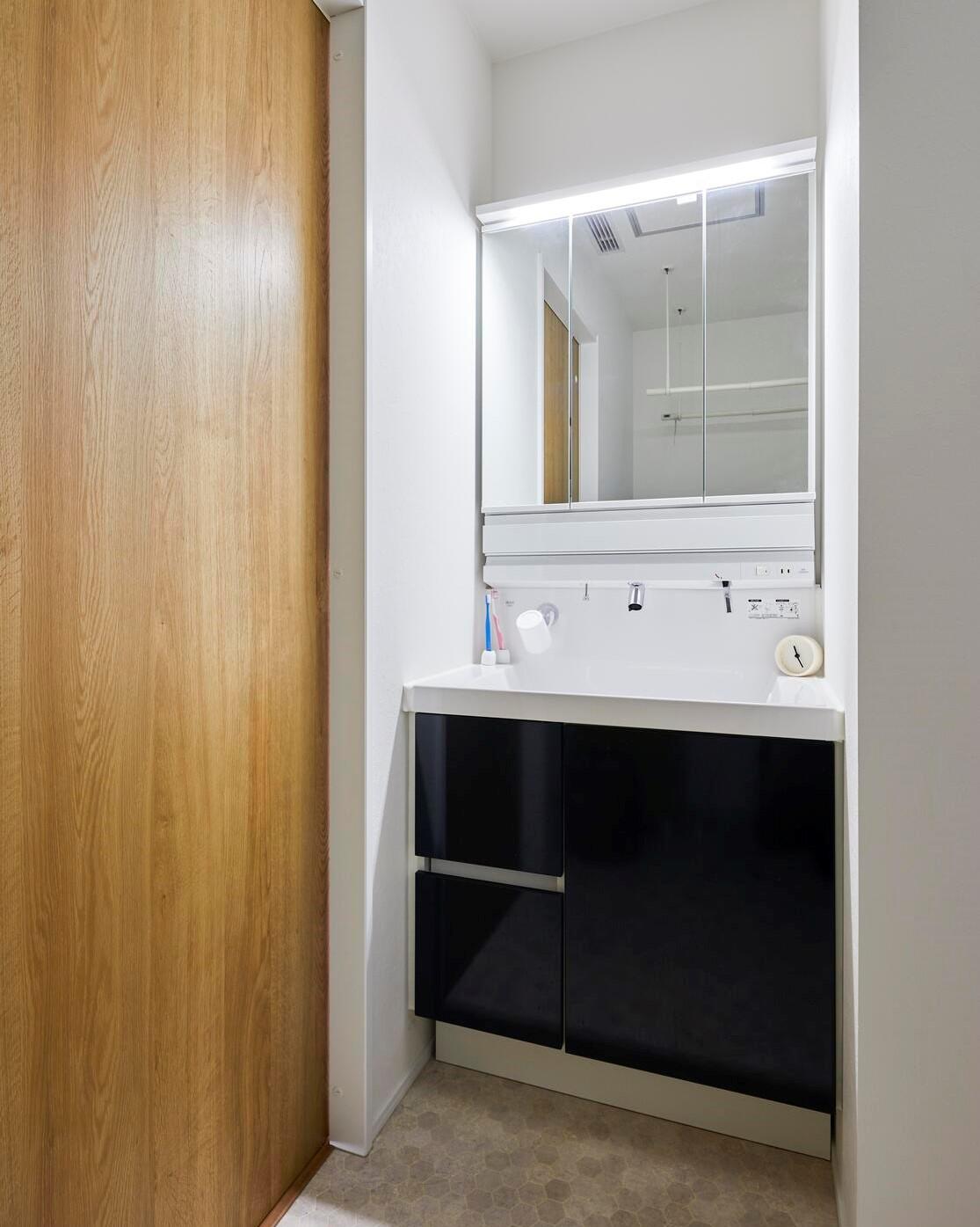 2階には家族専用の洗面台も完備