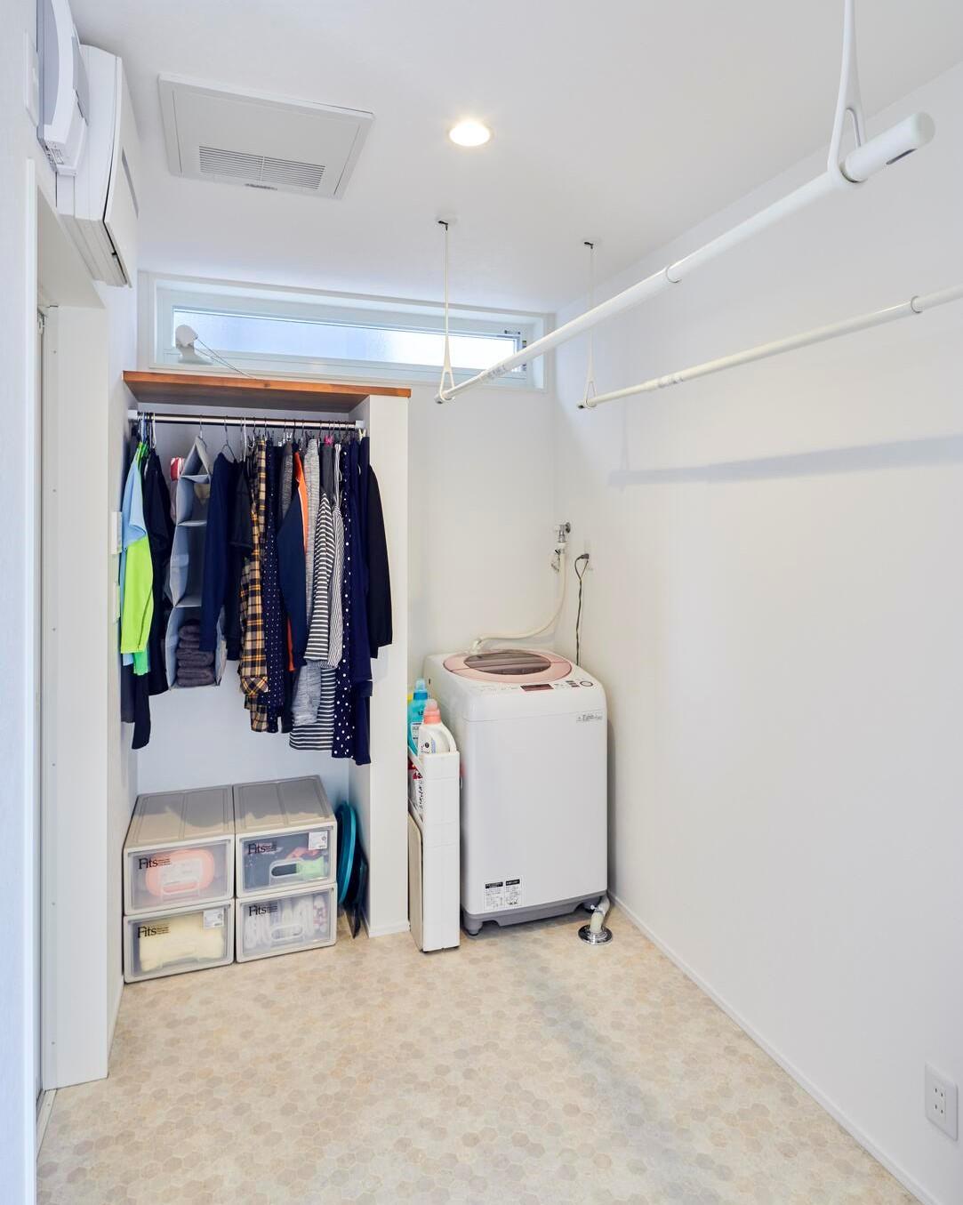 脱衣所は少し広めに設計して、室内干しできるスペースを確保した