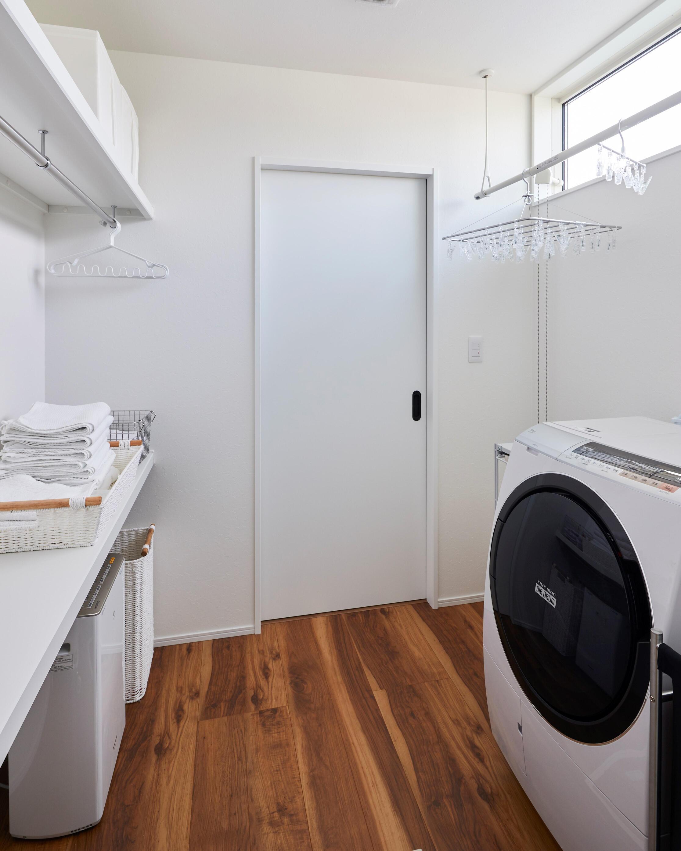 ランドリールームでは洗濯→乾燥→畳むの一連の動作を完結できる