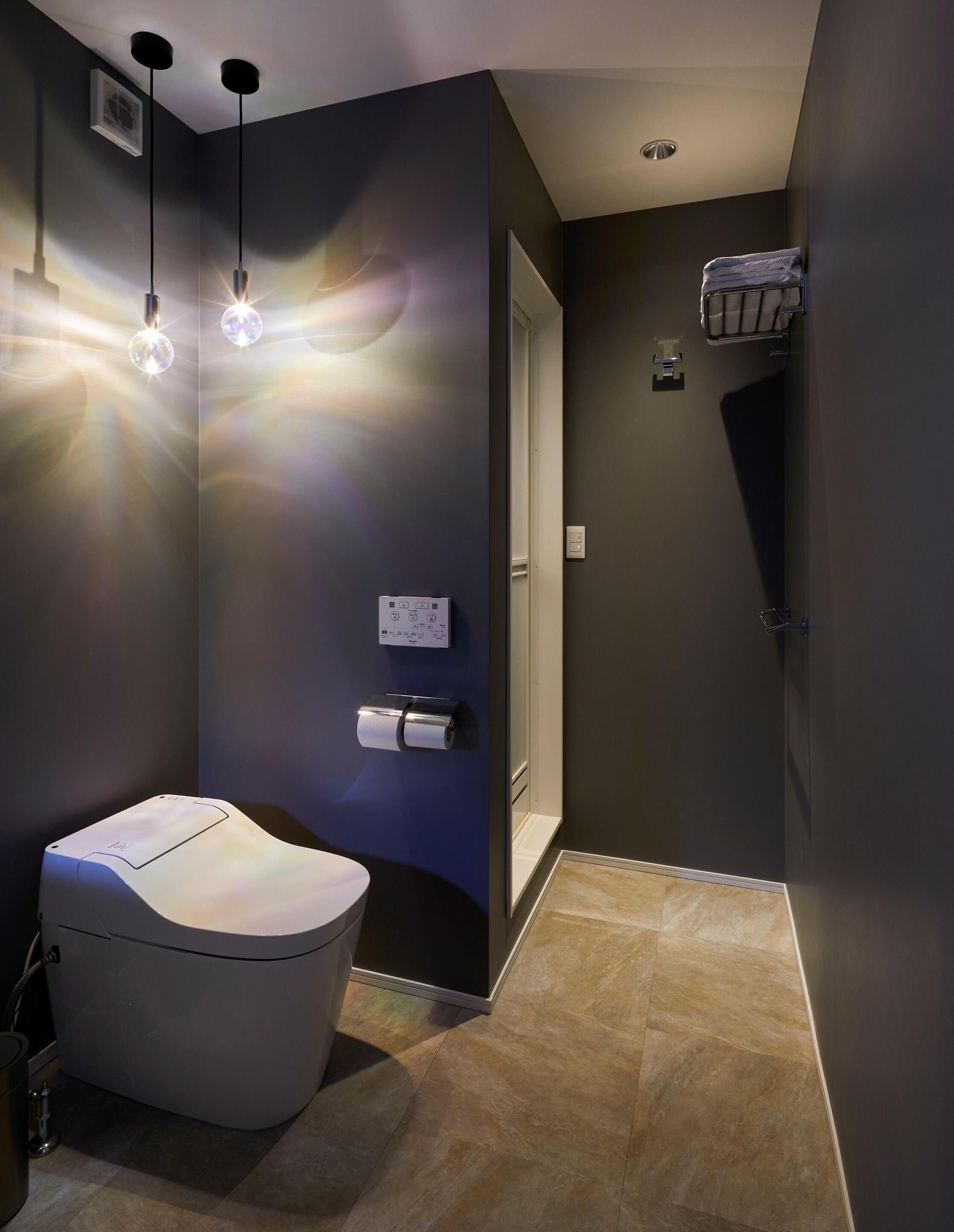 トイレは1Fと2Fにそれぞれあり、1Fのトイレスペースにはシャワールームも完備している