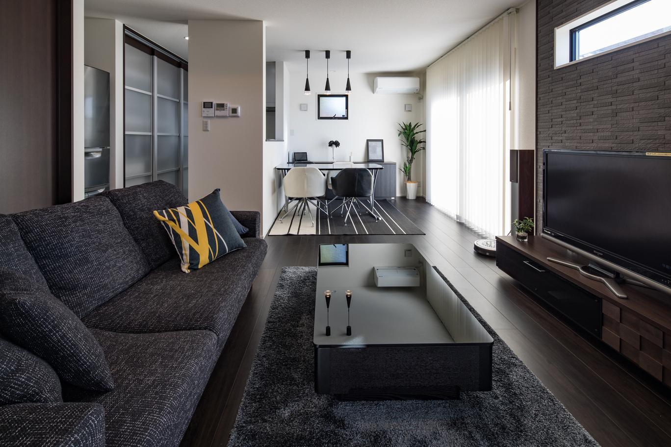 梁・壁・床・家具すべてが計算された統一感