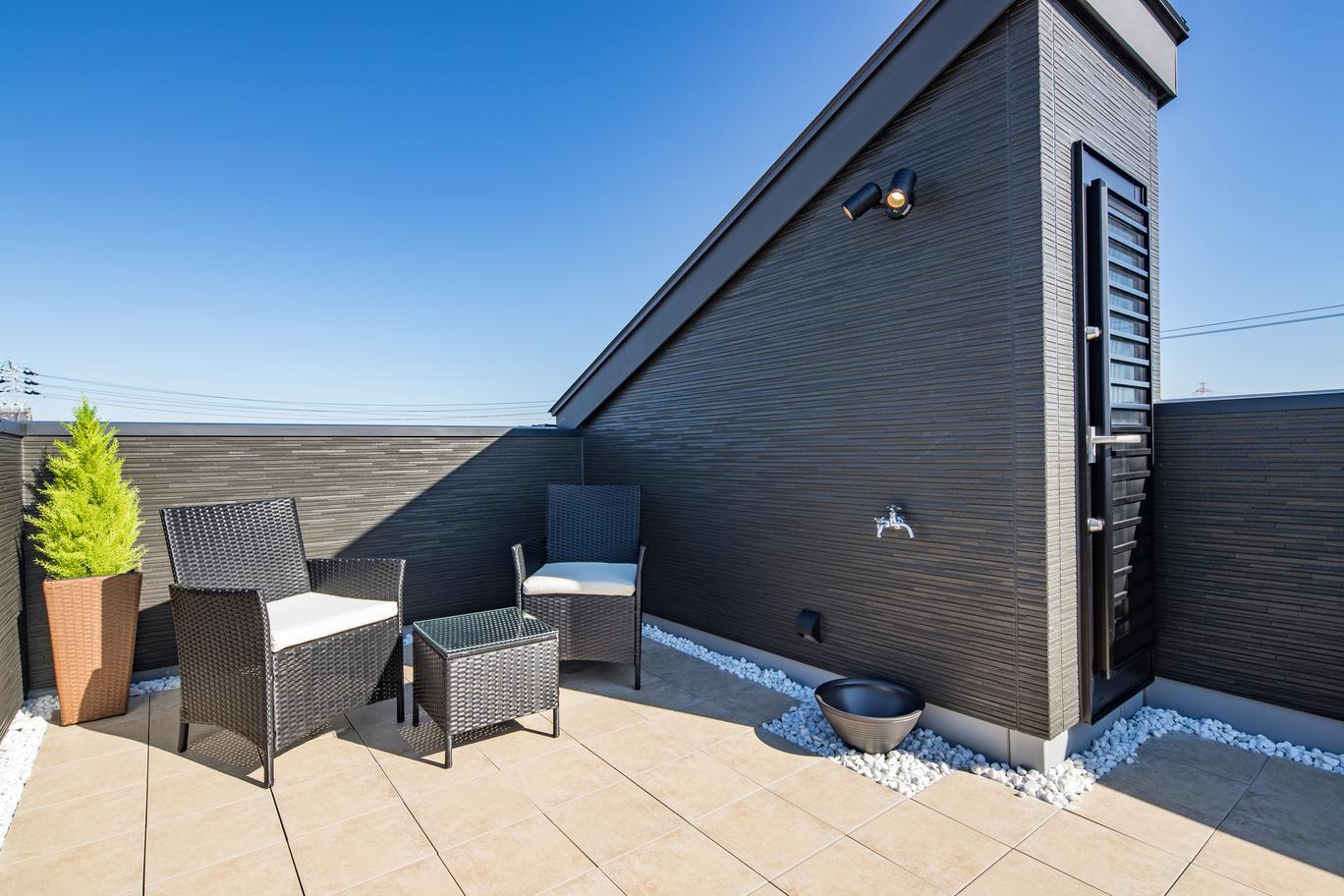 屋上は家族だけのプライベートな外空間で、BBQや家庭菜園も愉しめる