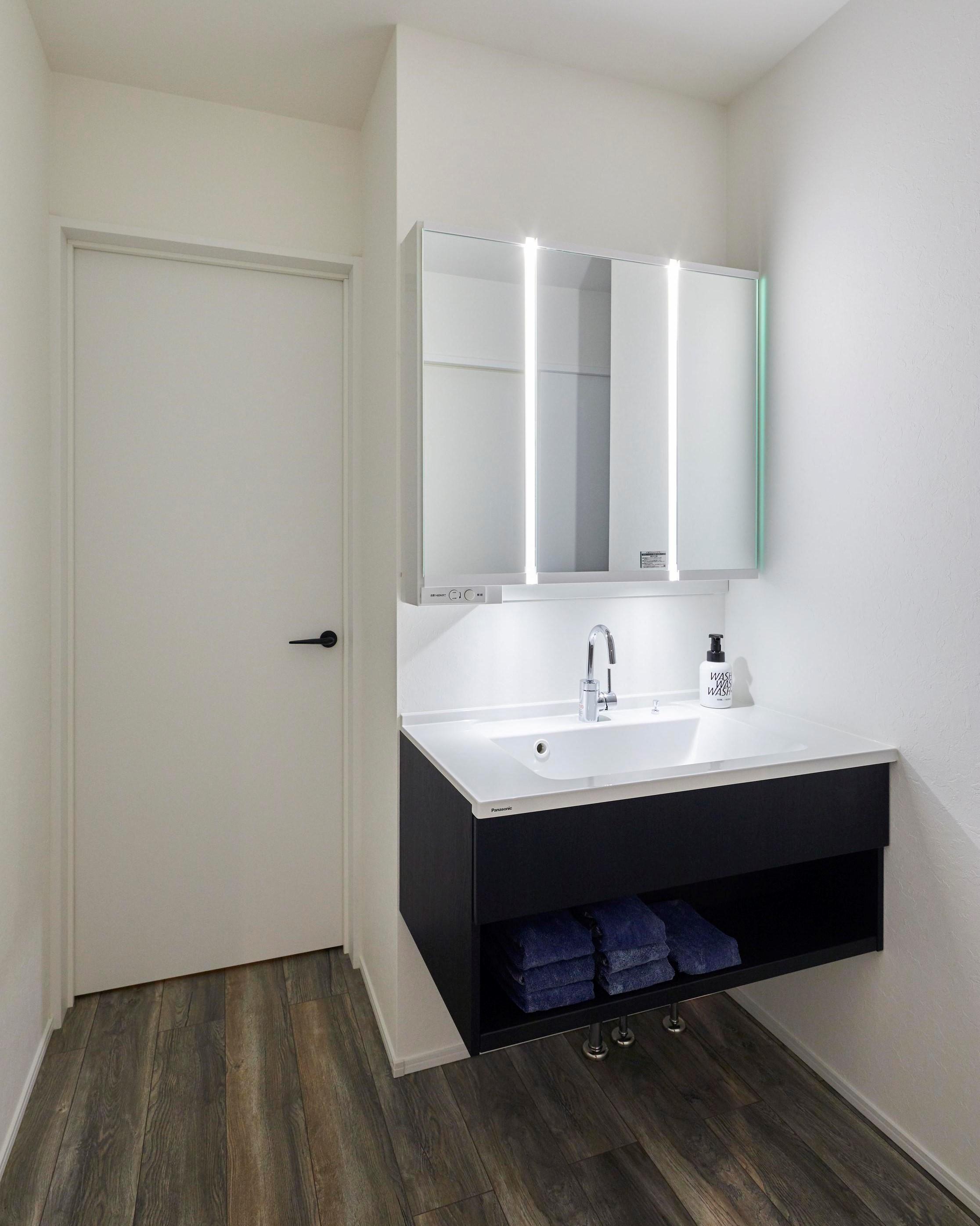 洗面所と脱衣所は別々にし、使い勝手を向上させた