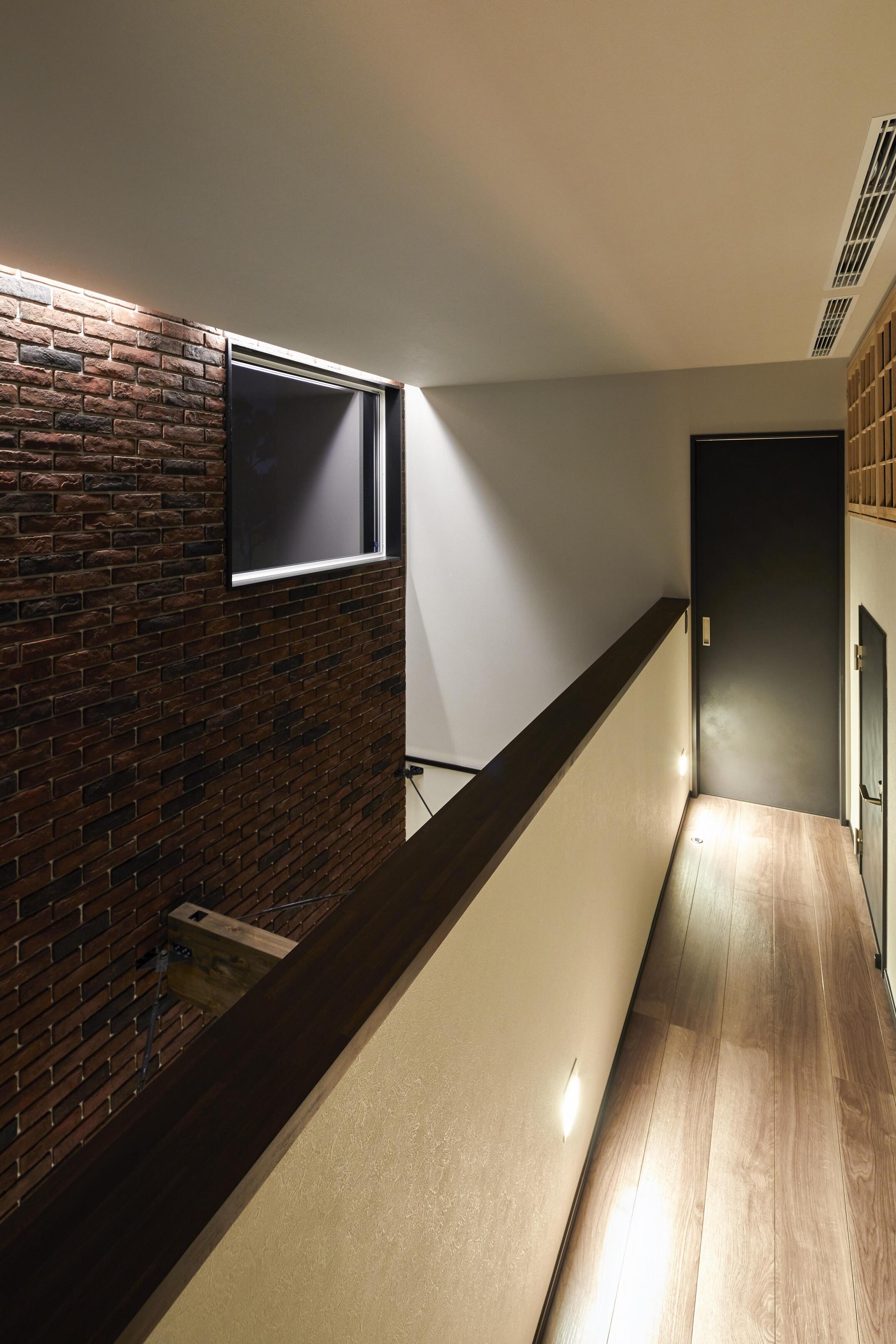 2階の廊下には全館空調の空調室も設計