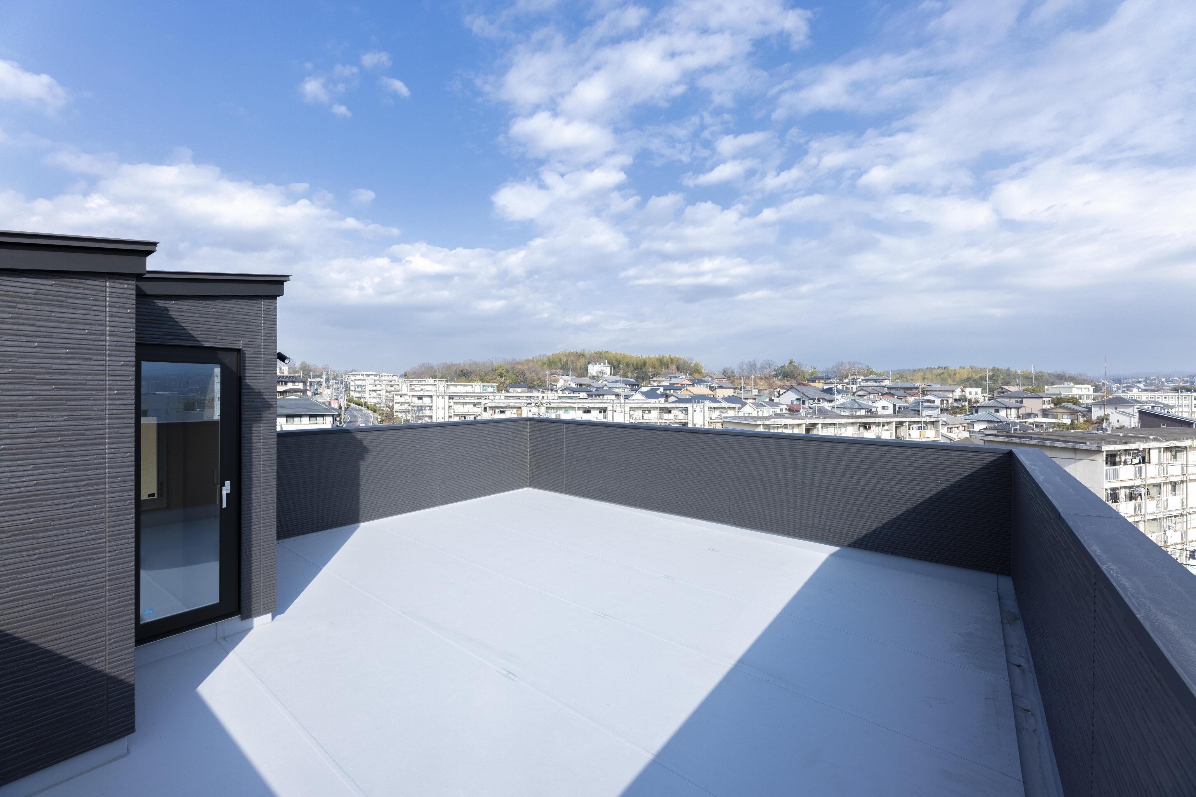 立地を生かした屋上。眺めも良くプライベート空間を愉しめる