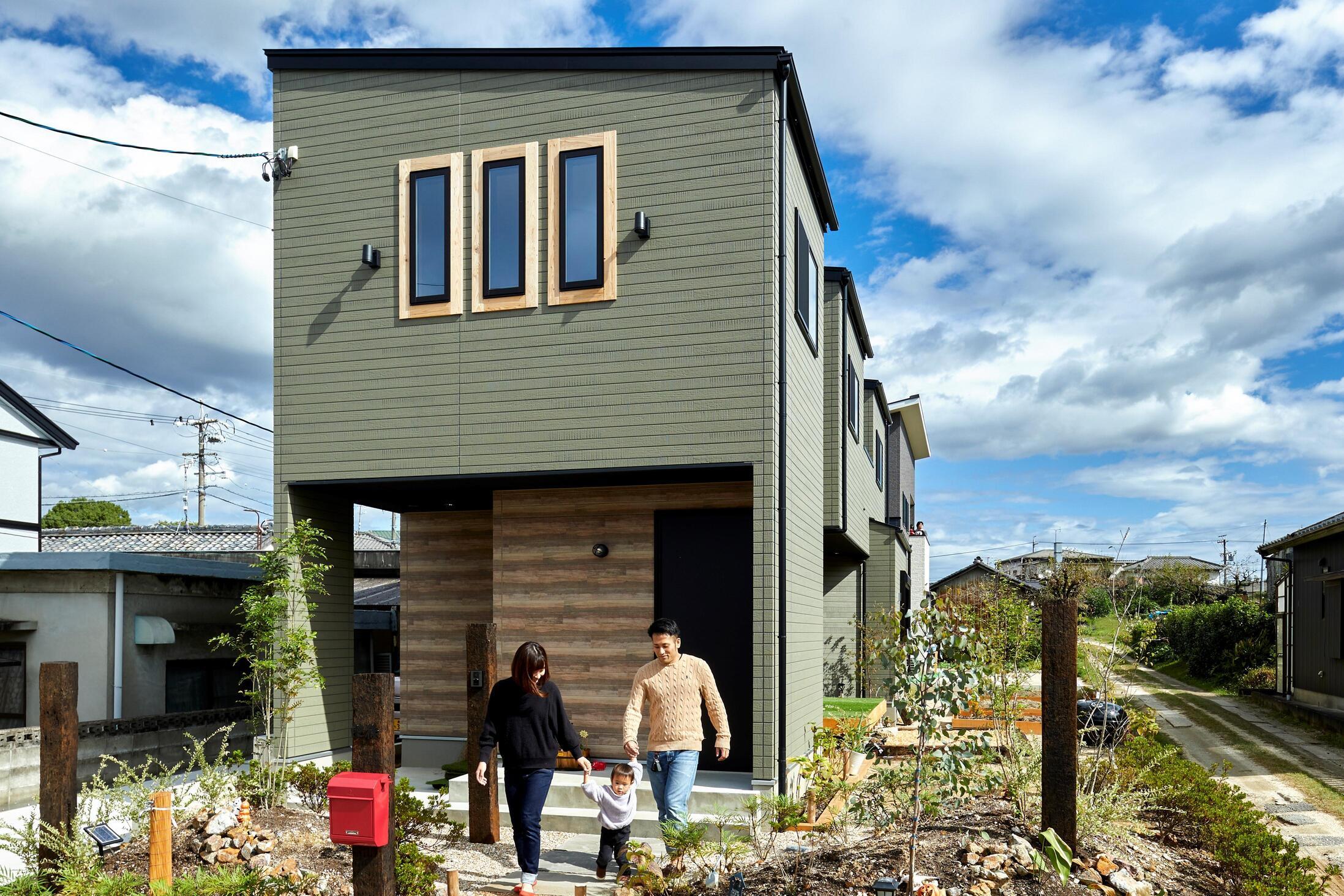 自然に囲まれて暮らす、多階層の家