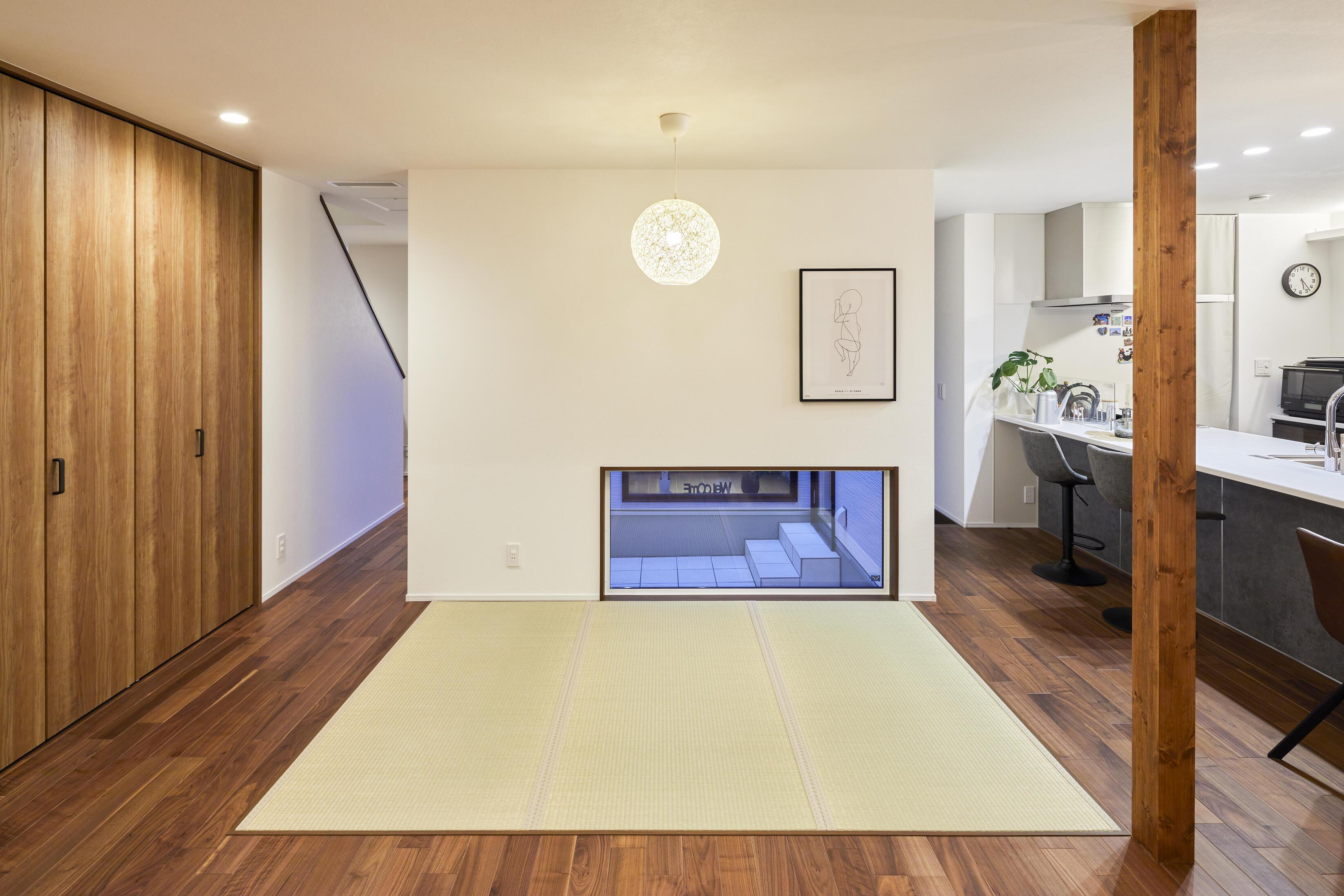 リビングの一角には三畳分の畳スペースを設置