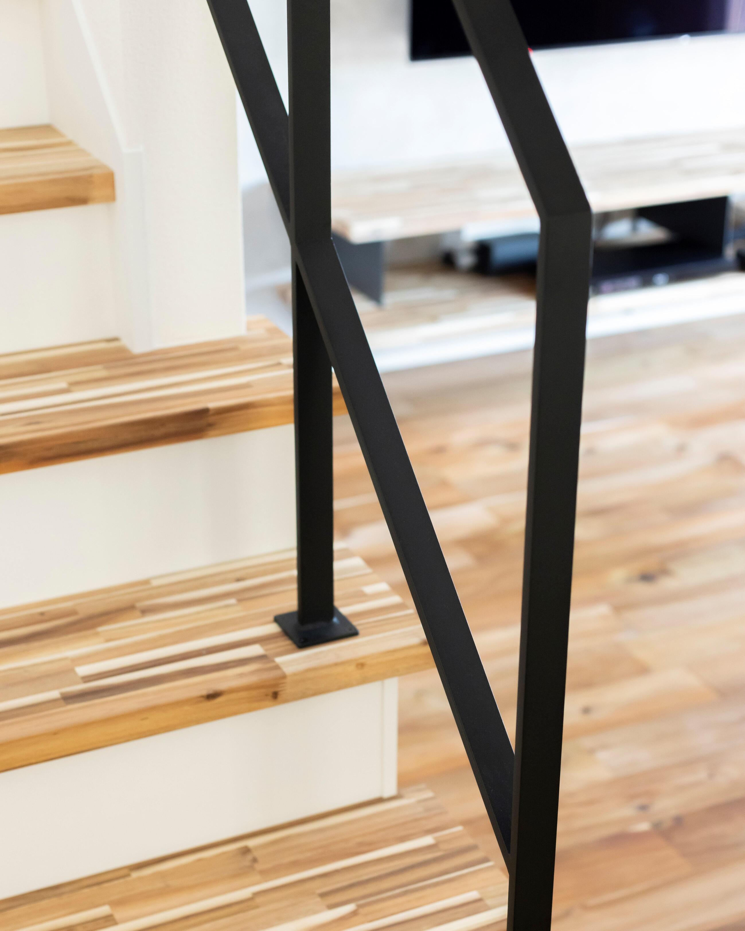 リビングイン階段には、アイアン手すりを取り付け、可愛らしさと大人っぽさを両立