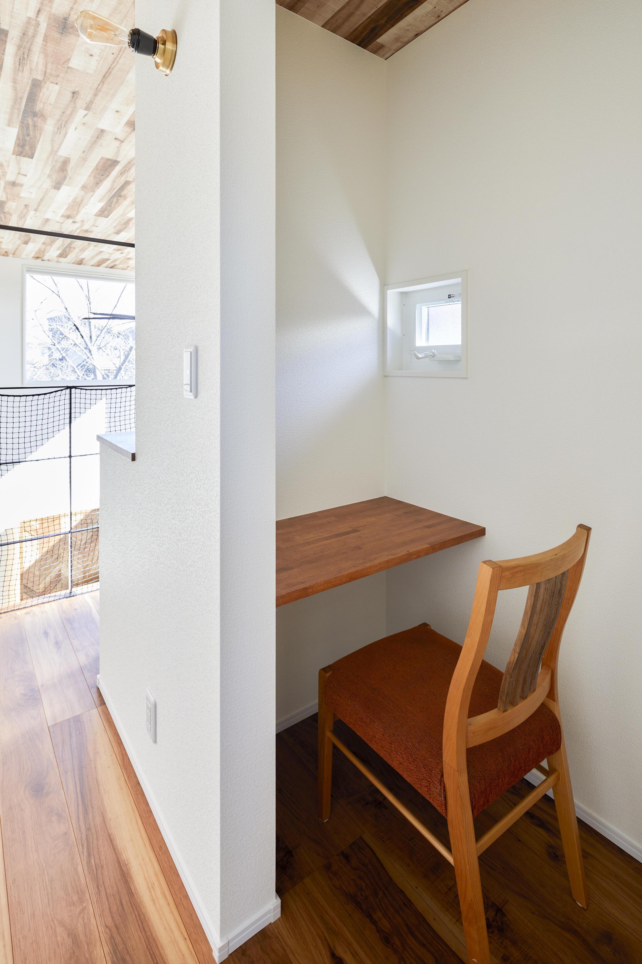 2階の廊下には家事やPC作業に便利なワークスペースを設計
