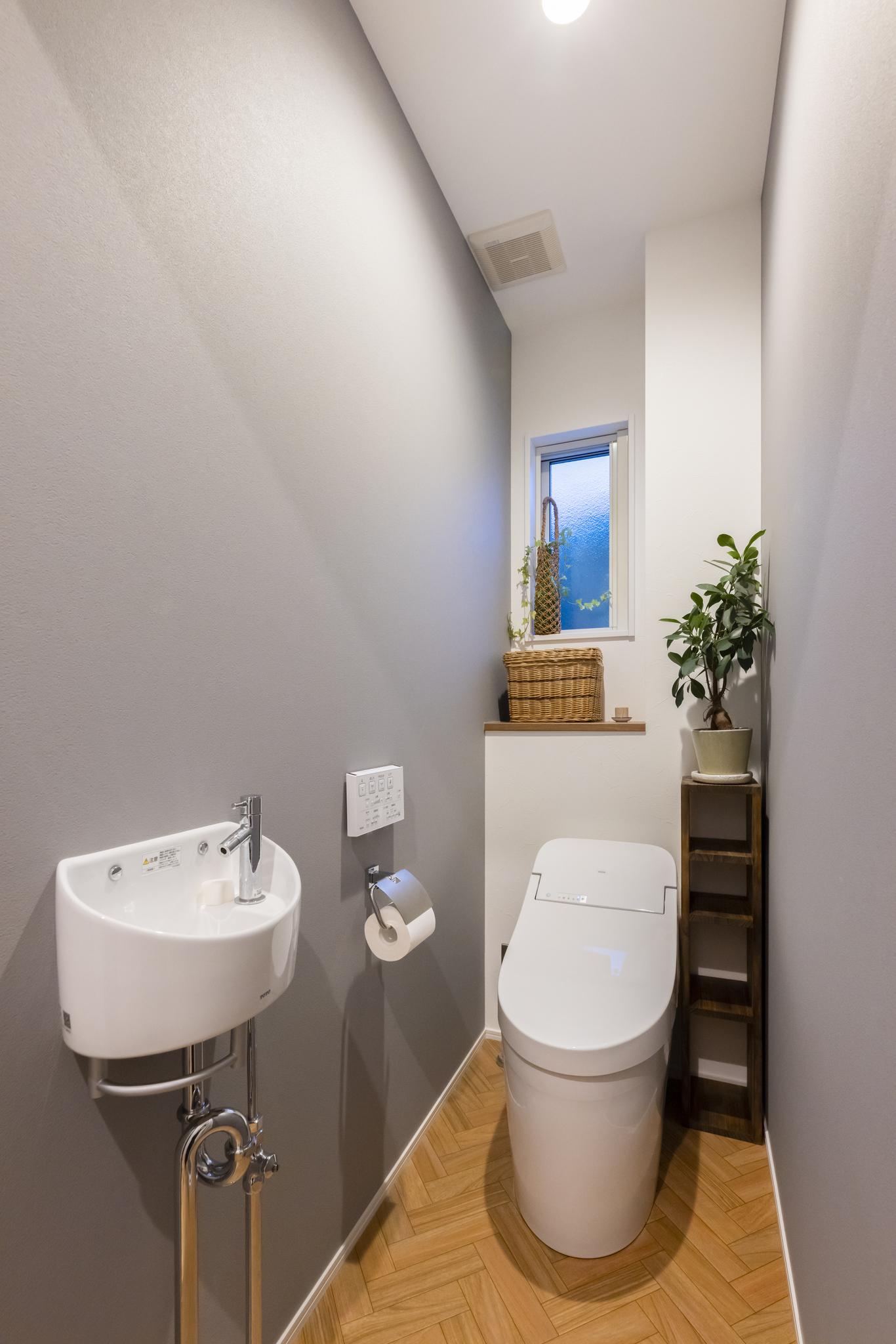ロータンクのトイレはすっきりとした印象で空間を広く感じられる