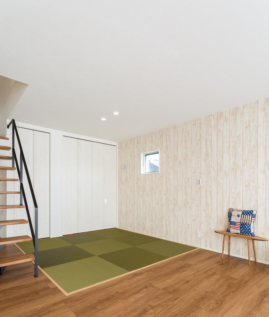 LDKの一角には寝ころんだら気持ちよさそうな畳スペースを設計