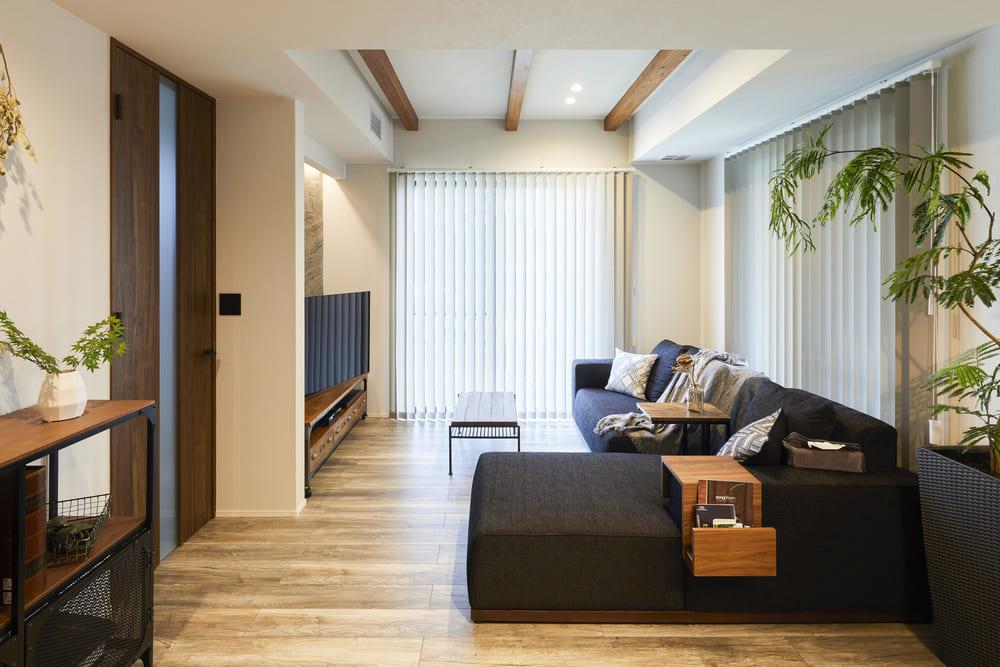 ゆっくりとくつろぐリビングは折り上げ天井に。お部屋に開放感をもたらす