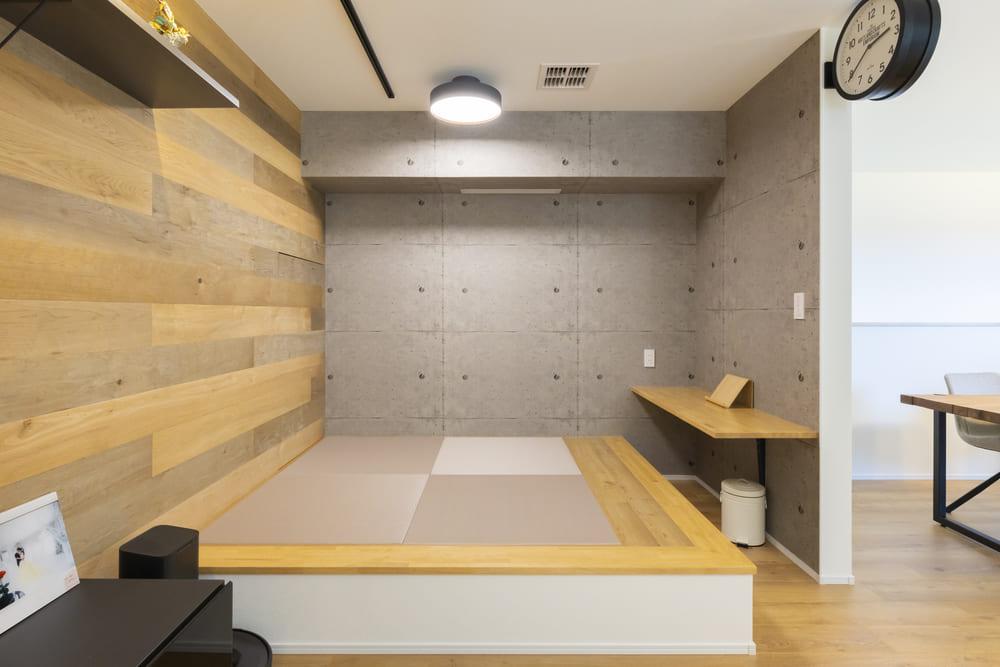 リビングに続く小上がりの畳コーナー。リビングとの一体感をもたせながらも、独立した空間としても使えるスペースとなっている