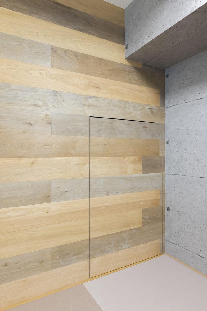 畳コーナーに一見しただけでは分からない隠し扉がついており、奥の部屋へ繋がっている
