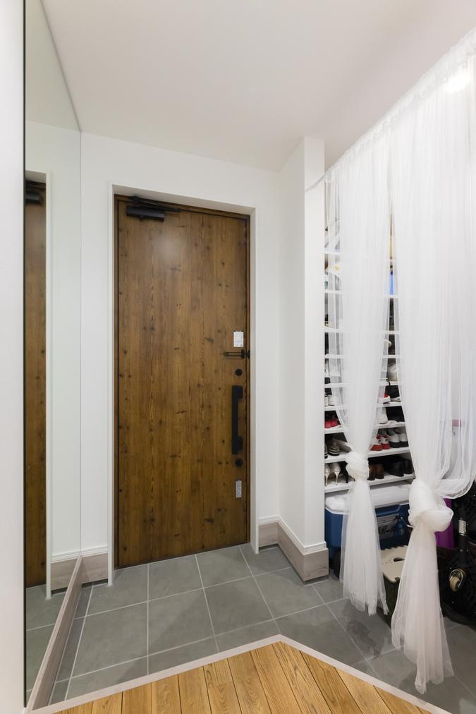 シューズクロークを設けることで、いつでもスッキリした玄関に。