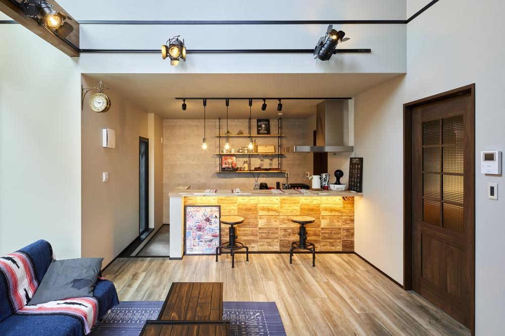 ダウンキッチンを採用したことで、空間にメリハリが生まれ目線の違いを楽しむことができる