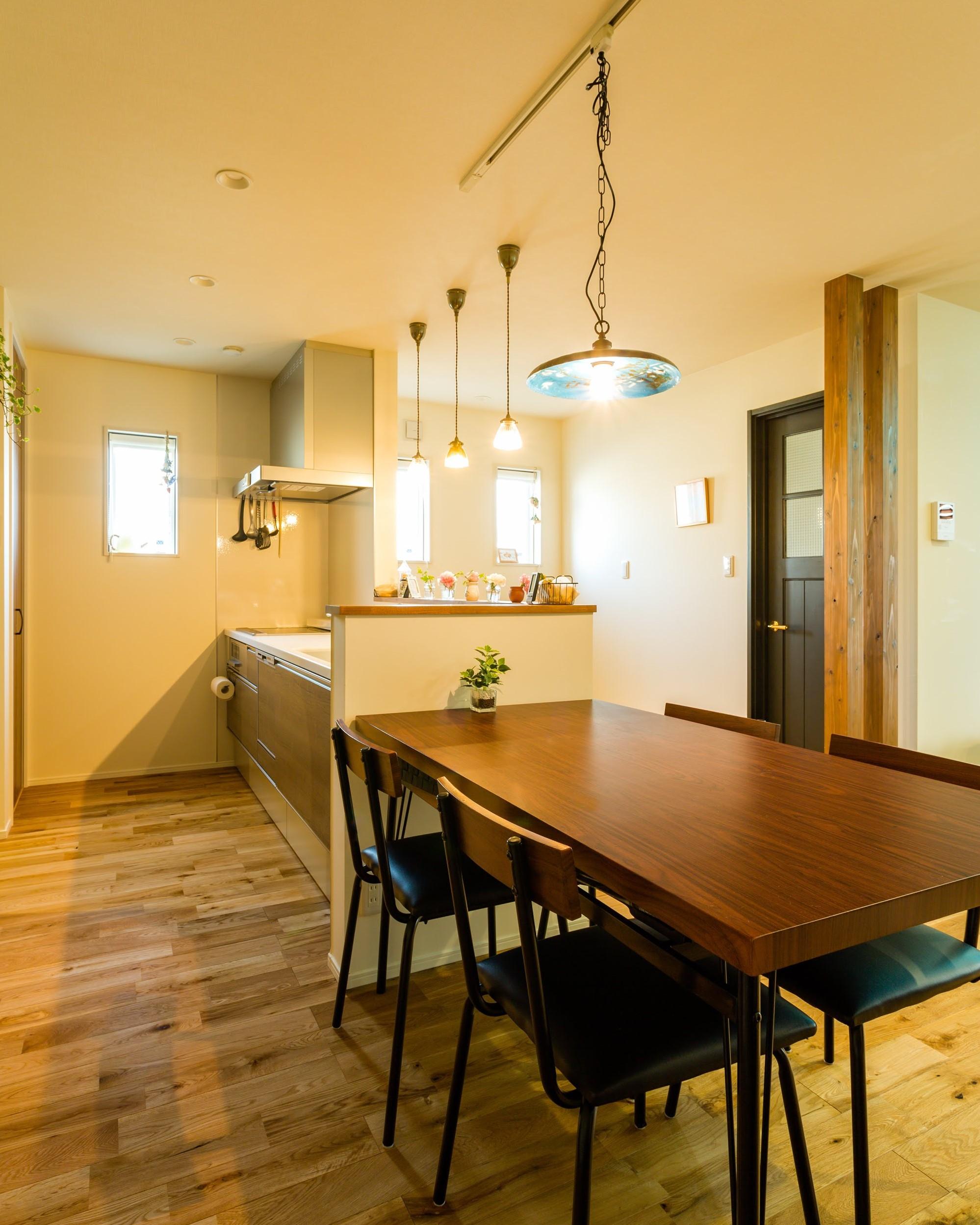 キッチンの横にダイニングスペースを設計することで配膳がラクになる